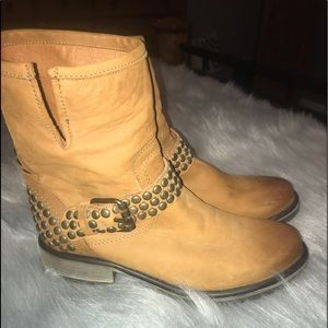 Steve Madden soft leather ankle boots NEW
